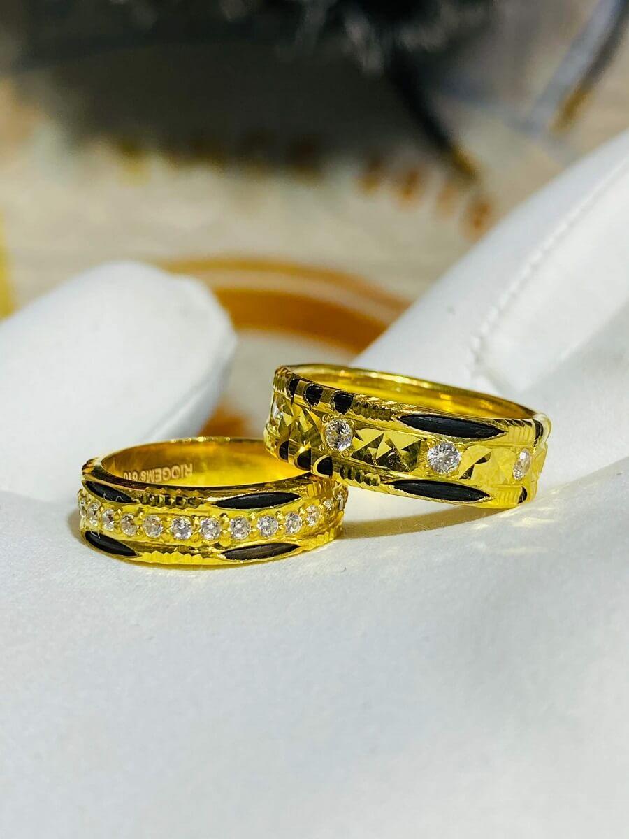 Cặp nhẫn đính đá tấm Moissanite trắng luồng 1-2 sợi lông FAKE giá trị