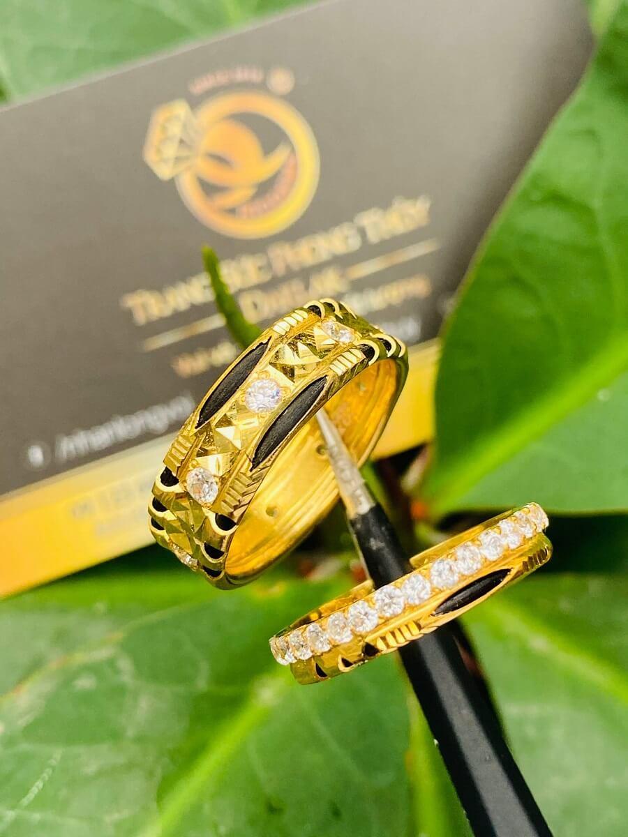 Cặp nhẫn đính đá tấm Moissanite trắng luồng 1-2 sợi lông FAKE đẹp