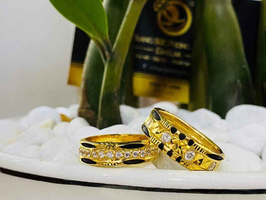 Cặp nhẫn đính đá tấm Moissanite trắng luồng 1-2 sợi lông FAKE hàng loại tốt
