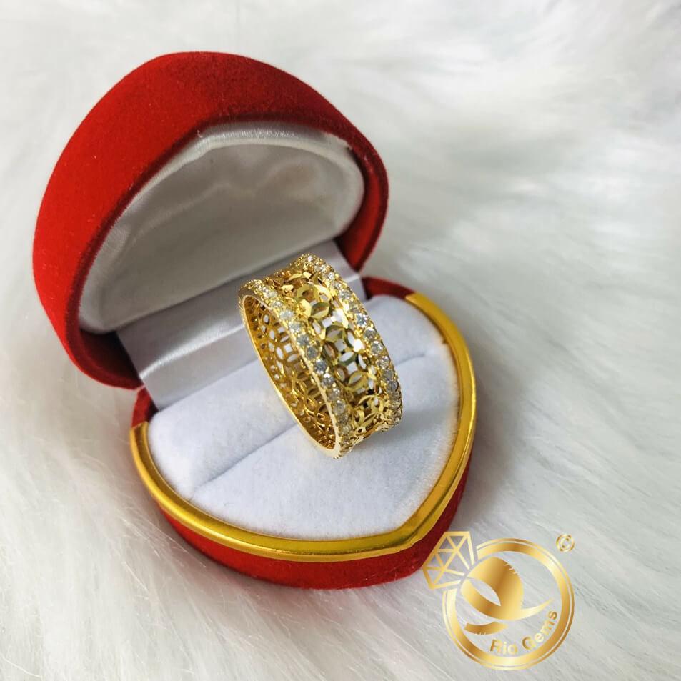 Nhẫn Kim Tiền đính 2 viền đá trắng phong thủy