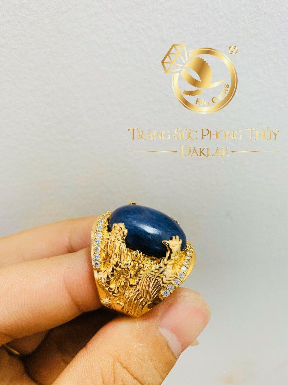 nhan long lan quy phung vang 18k dinh da sapphire xanh den