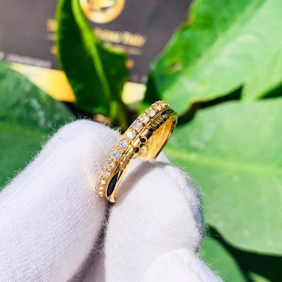 Nhẫn vàng 18k nữ dễ thương chạy 1 hàng đá tấm Cz 2021 (Lông FAKE) đẹp