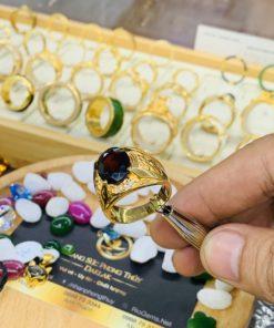 Nhẫn nam chữ LỘC vàng đính ngọc Garnet sang trọng