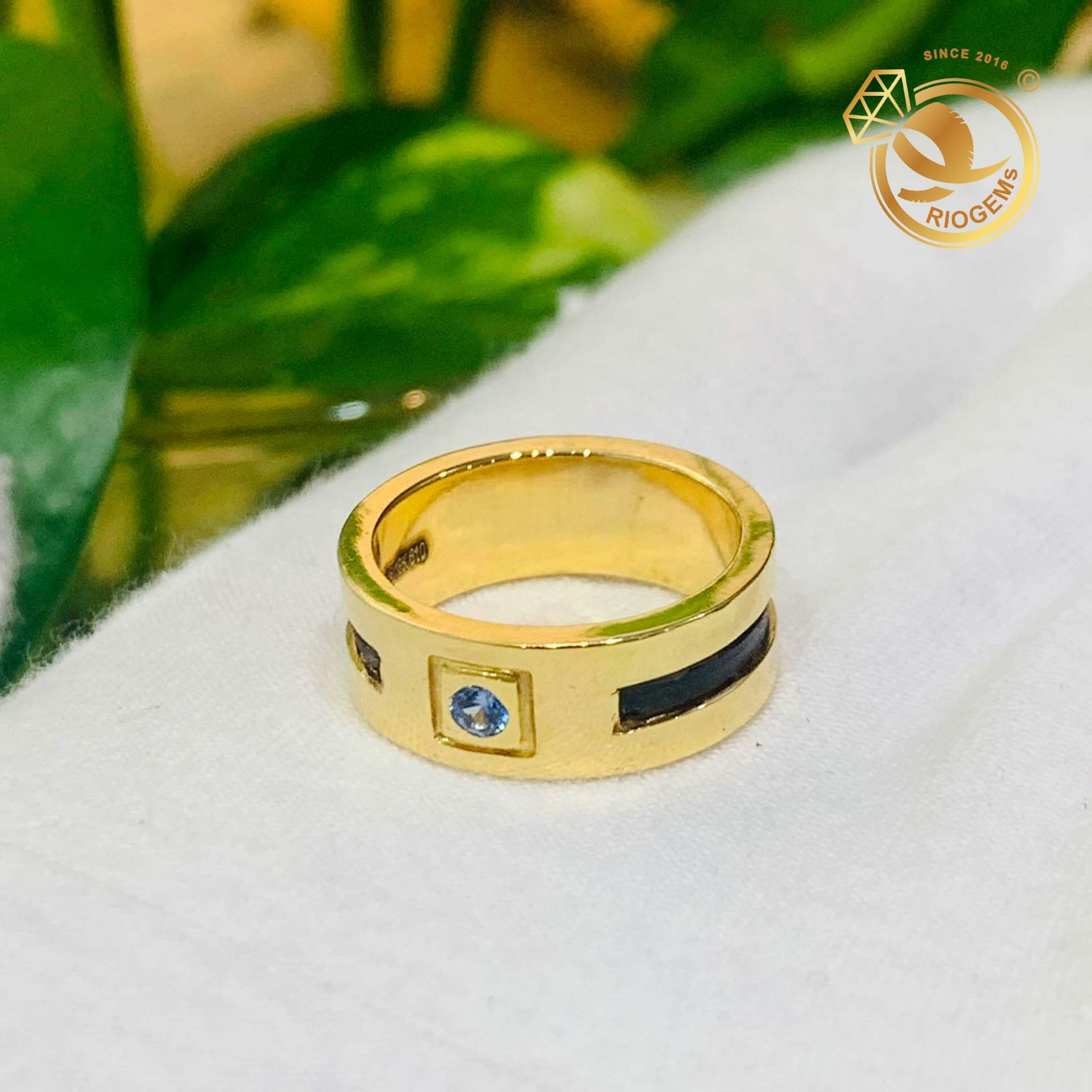 Nhẫn vàng 18K chậu vuông đính đá Cz tròn xanh lơ RIOGEMs đẹp