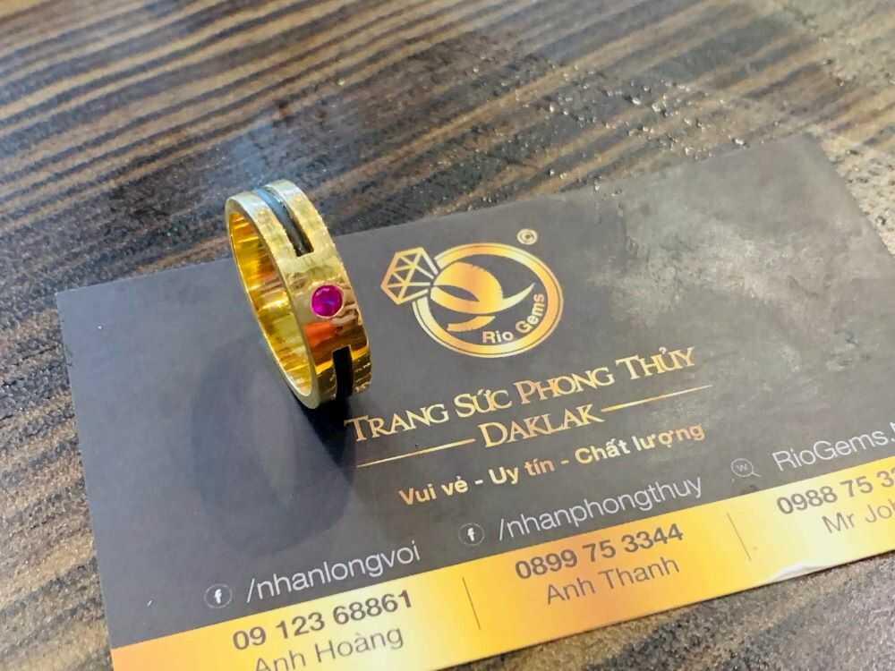 Nhẫn nam vàng 18K đính đá đỏ Cz luồng 1 lông FAKE phong thủy đẹp