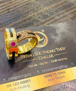 Nhẫn nam vàng 18K đính đá đỏ Cz luồng 1 lông FAKE là món trang sức sang trọng