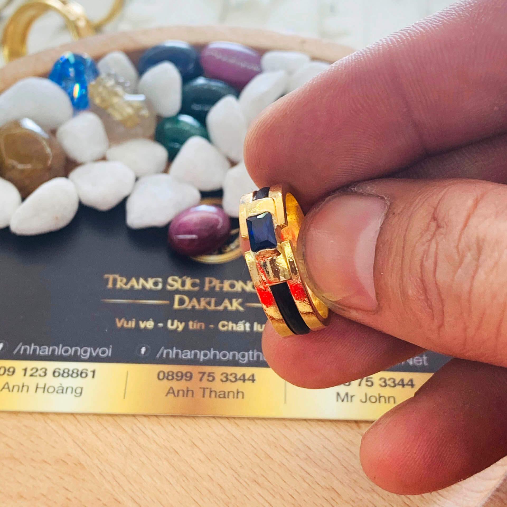 Đeo nhẫn vàng đính đá Hero xanh dương luồng lông voi đem lại hạnh phúc, may mắn, tài lộc cho người mệnh THỦY