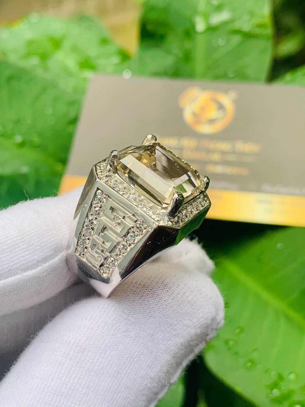 Nhẫn nam vàng 18K đính Thạch Anh khói vuông được gia công chuyên nghiệp