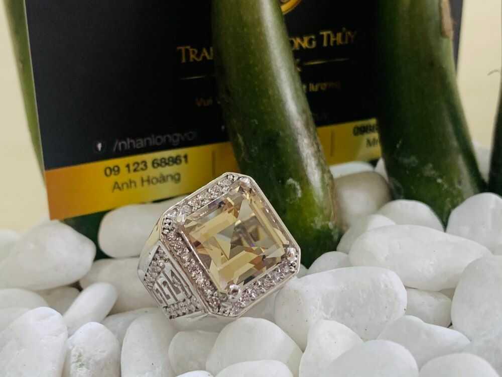Nhẫn nam vàng 18K đính Thạch Anh khói vuông đeo ngón cái, ngón giữa
