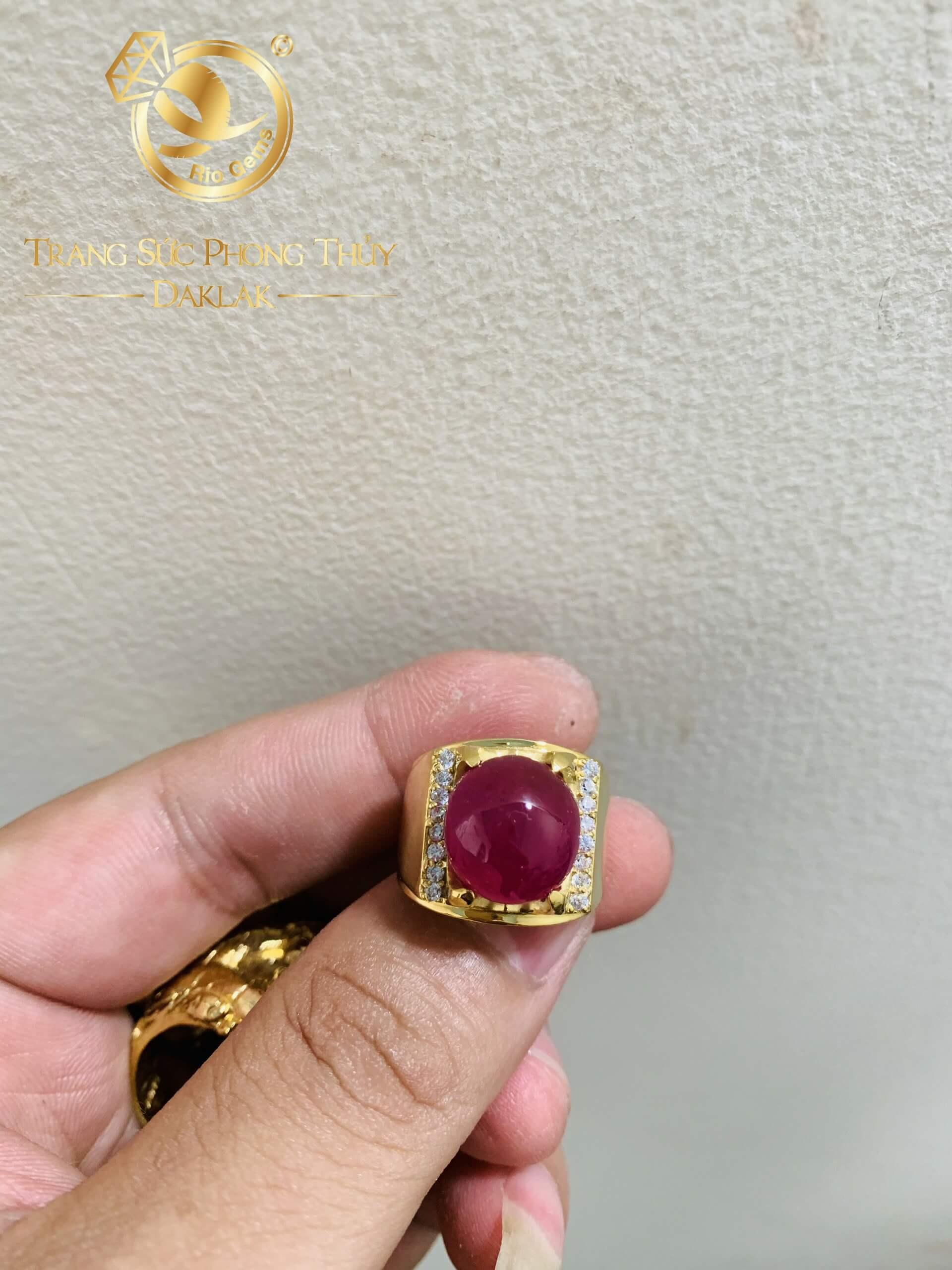 Nhẫn nam vàng 18K Ruby Yên Bái đính đá tấm RIOGEMs - Biểu tượng của thành công, hạnh phúc và đẳng cấp