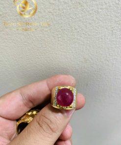 Nhẫn nam vàng 18K Ruby Yên Bái đính đá tấm Cz mang đến sự thành công