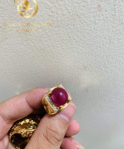 Nhẫn nam vàng 18K Ruby Yên Bái đính đá tấm Cz RIOGEMs