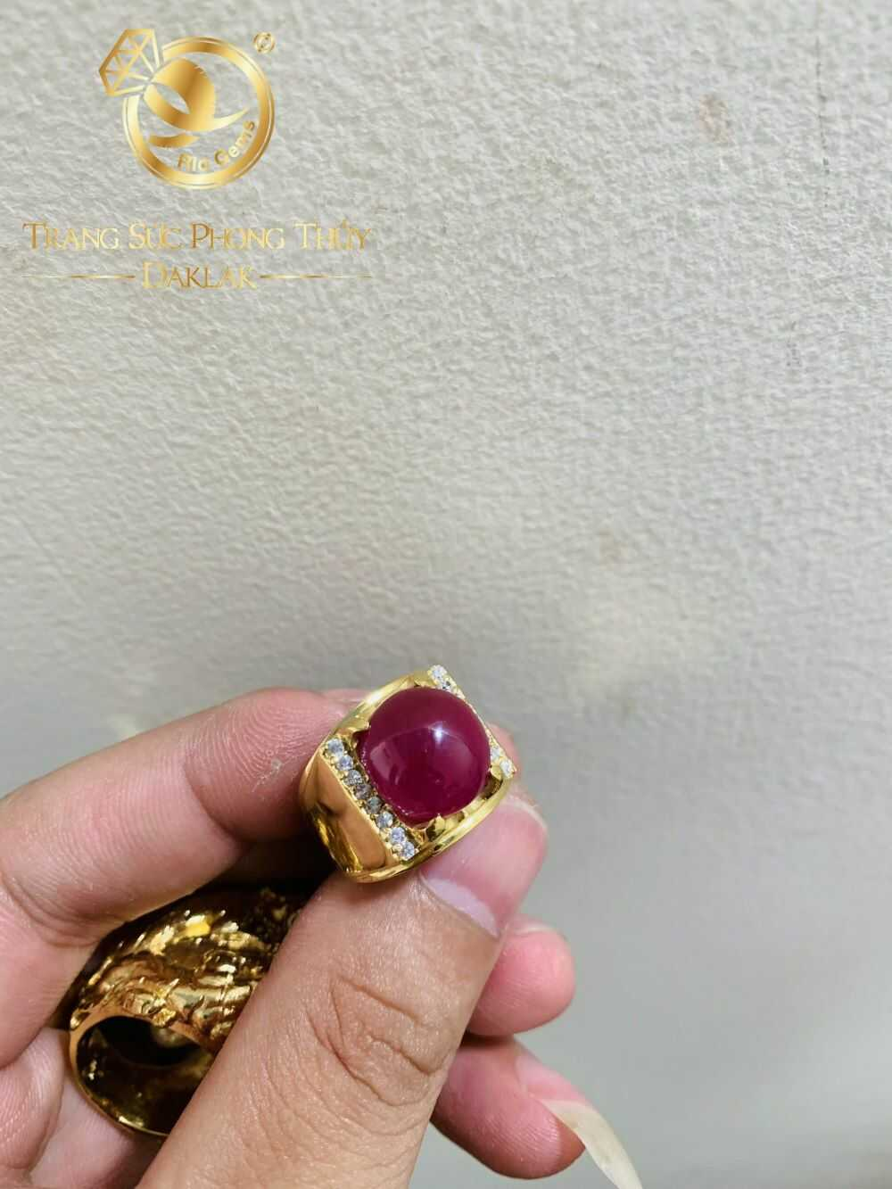 Nhẫn nam vàng 18K Ruby Yên Bái đính đá tấm Cz màu đỏ sang trọng