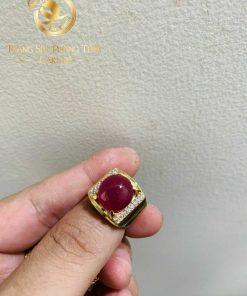 Nhẫn nam vàng 18K Ruby Yên Bái đính đá tấm Cz đẳng cấp