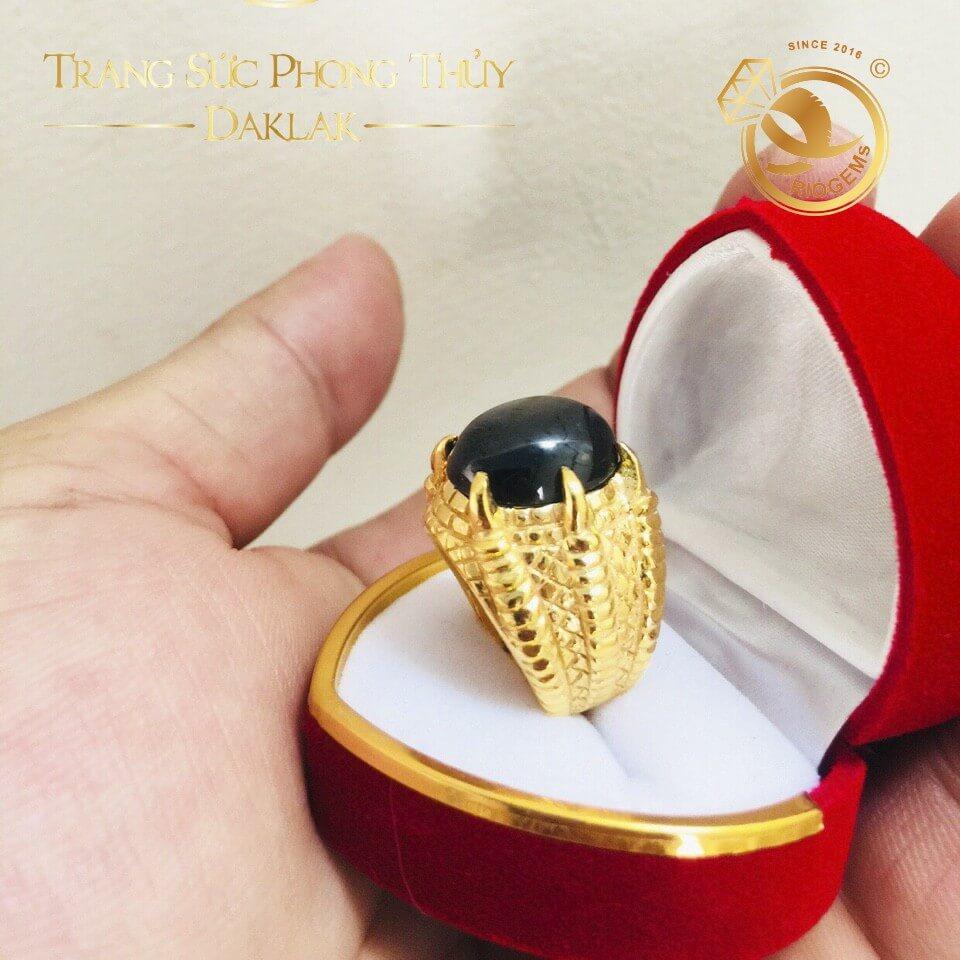 Nhẫn nam vàng 18K đính Sapphire đen 4 chấu RIOGEMs - Trang sức đẳng cấp cho nam giới