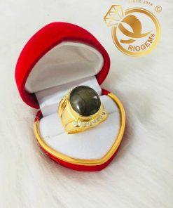 Nhẫn nam vàng 18K đính Sapphire tròn 12mm mang đến sự thịnh vượng, tài lộc