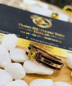 Nhẫn nam vàng hồng 18K đem đến phong cách thời trang cá tính từ đá Cz vuông và lông voi sang trọng