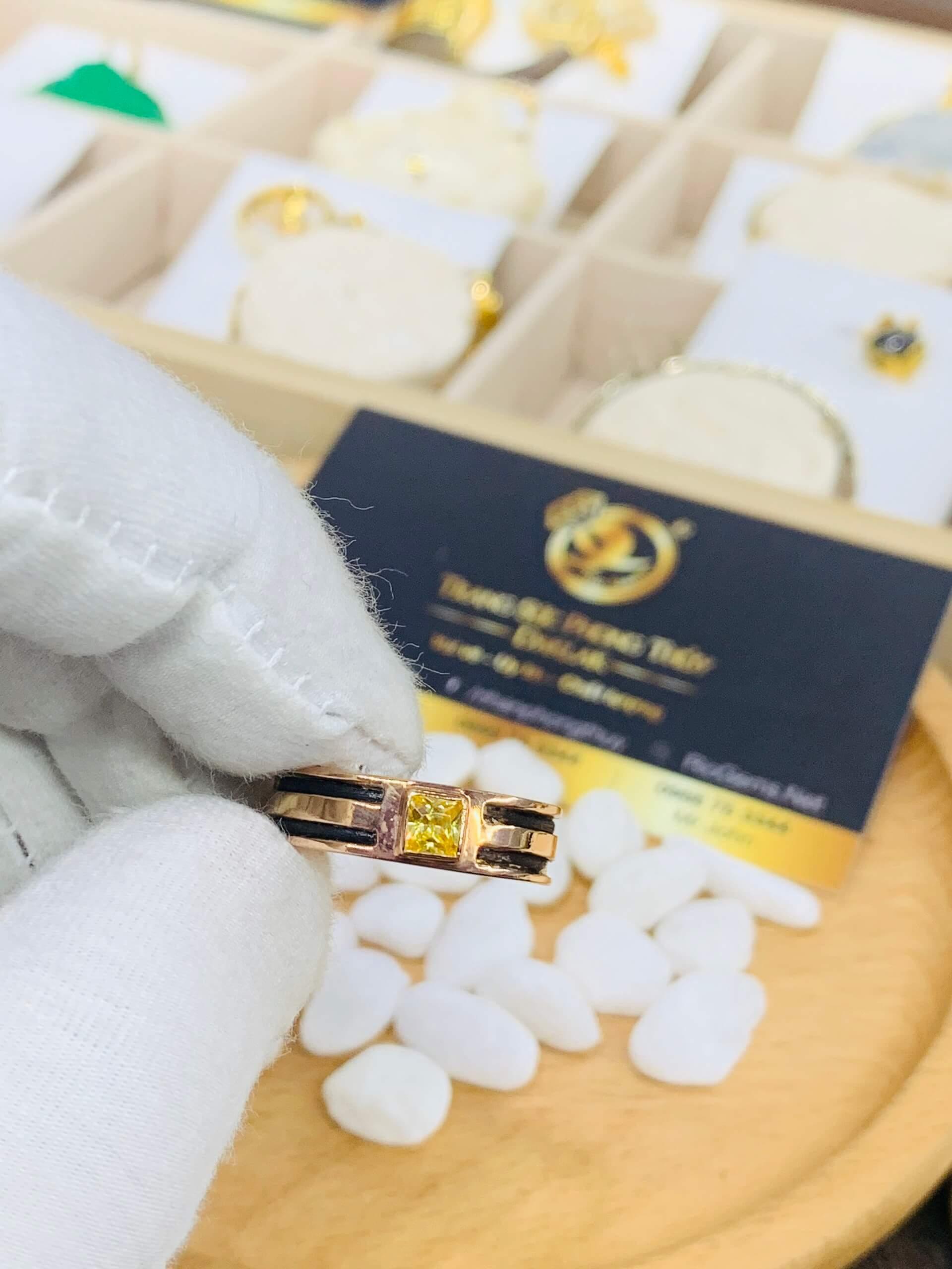 Nhẫn nam vàng hồng 18K luồng 2 lông voi (nửa nhẫn) đính Cz vuông RIOGEMs