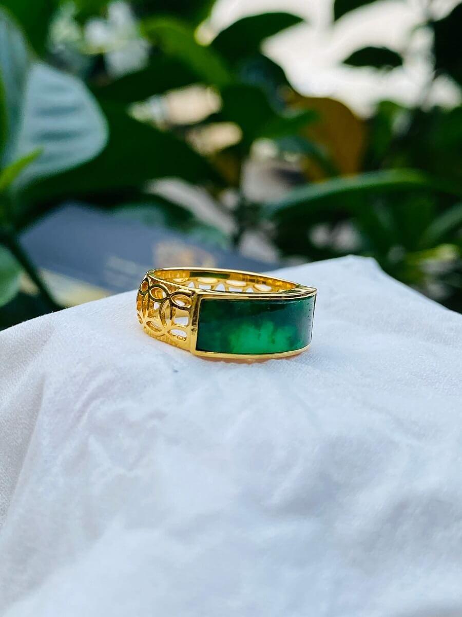 Nhẫn yên ngựa nam vàng 18K đính ngọc Cẩm Thạch Jadeite đẹp