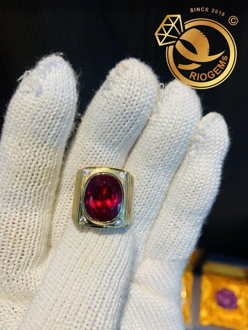 Nhẫn nam vàng đính đá Garnet lớn sang trọng
