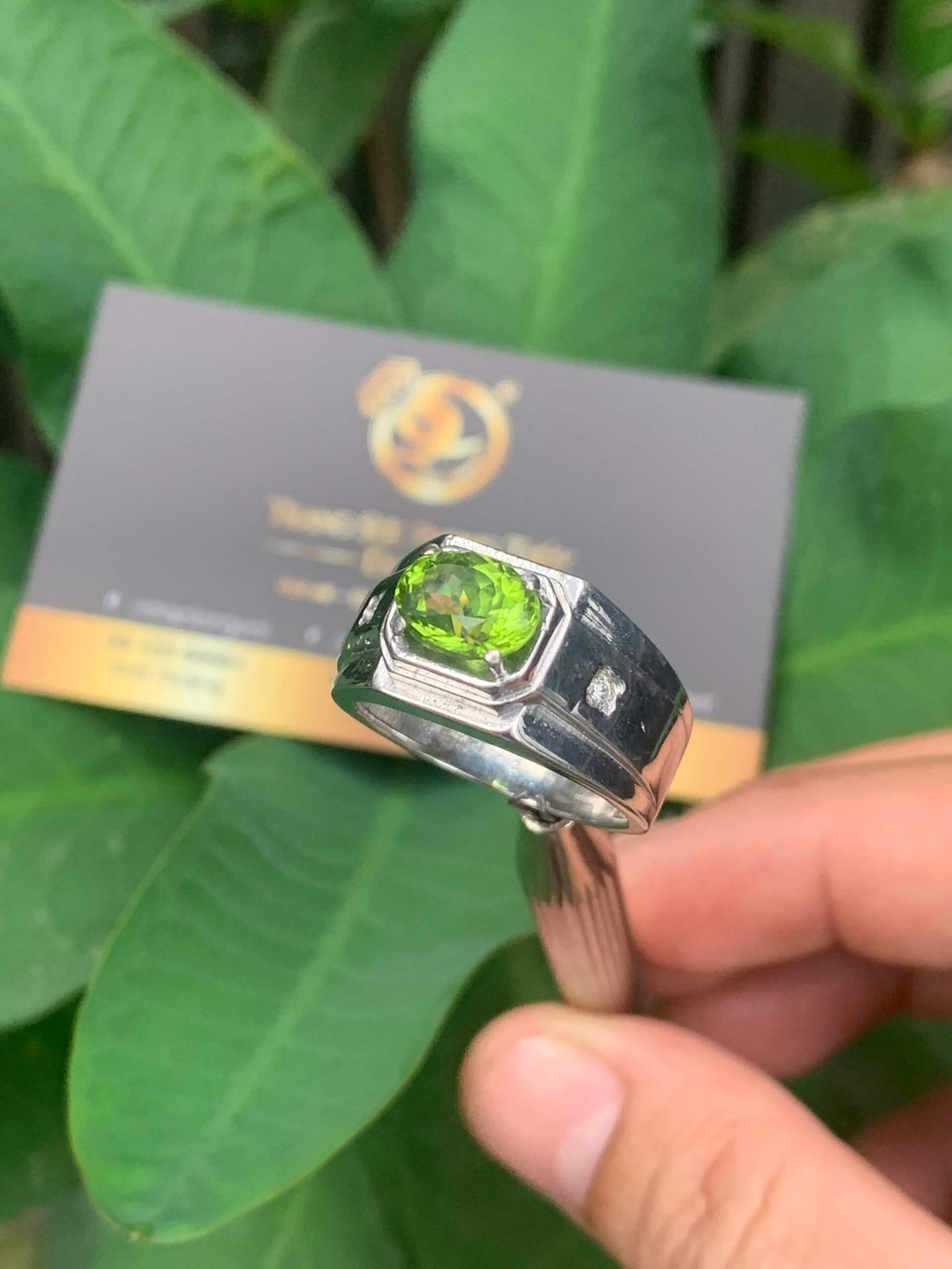 Nhẫn nam vàng Trắng phong thủy và giá trị