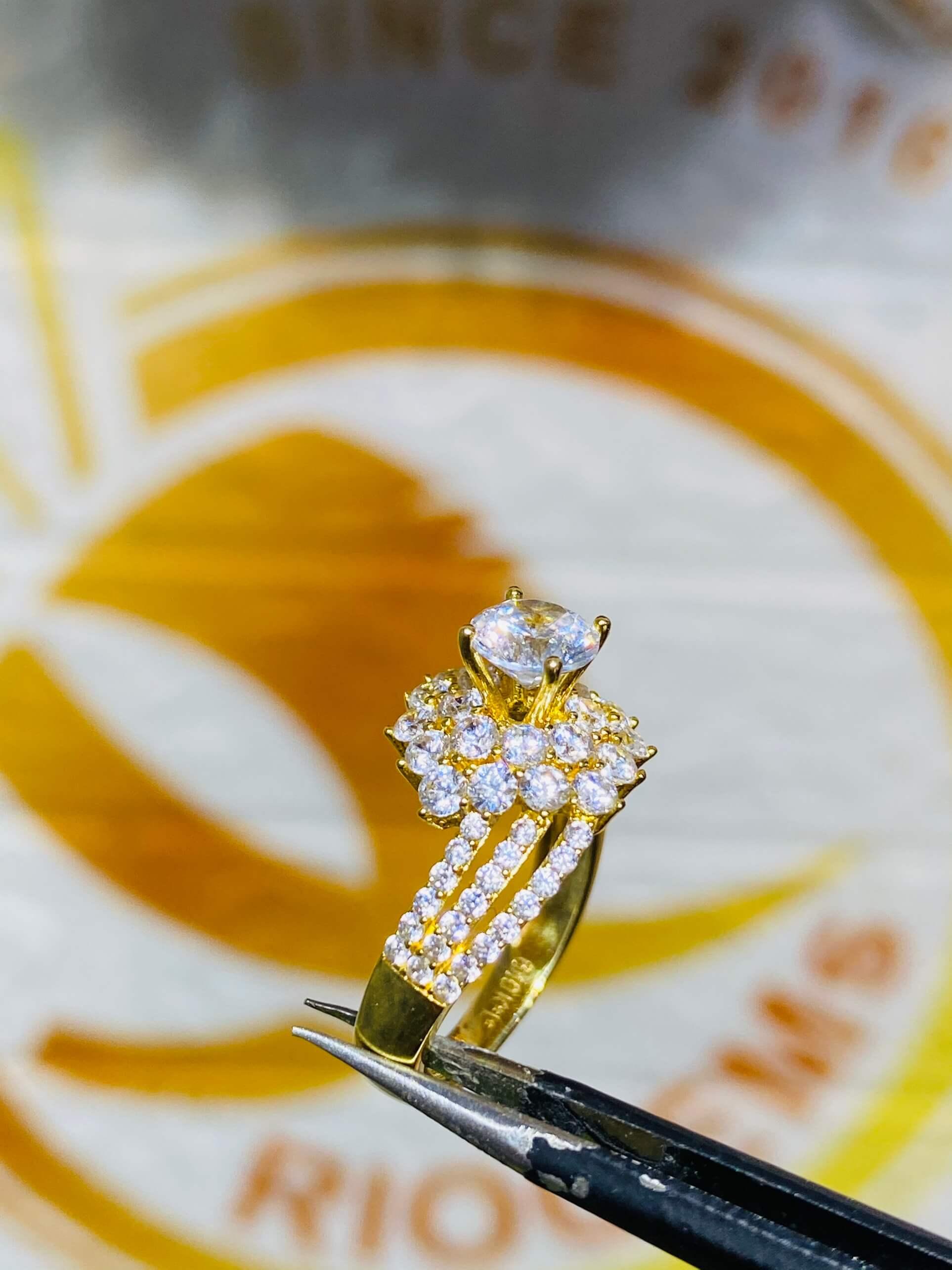 Nhẫn nữ hoàng đính Cz