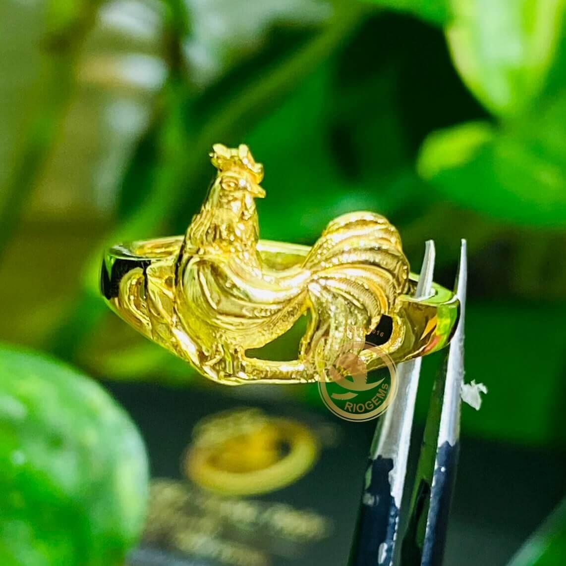 Nhẫn phong thủy Nữ tuổi DẬU - Nhẫn gà Trống Vàng RIOGEMs đẹp