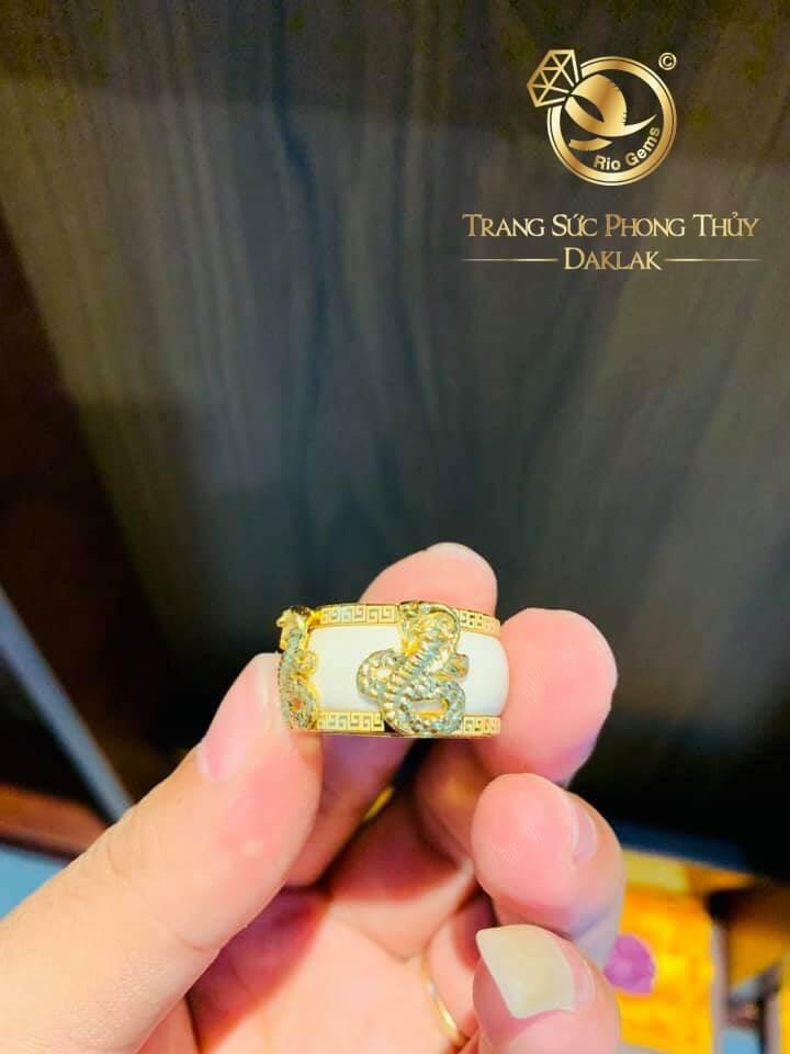 nhan-phong-thuy-tuoi-ran-2-hoa-van-vang-giac-long-riogems