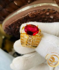 """Mọi quý ông sẽ không thể bỏ qua """"siêu phẩm"""" nhẫn Rolex nam vàng 18K đính Garnet cắt giác kim cương độc đáo của RIOGEMs"""