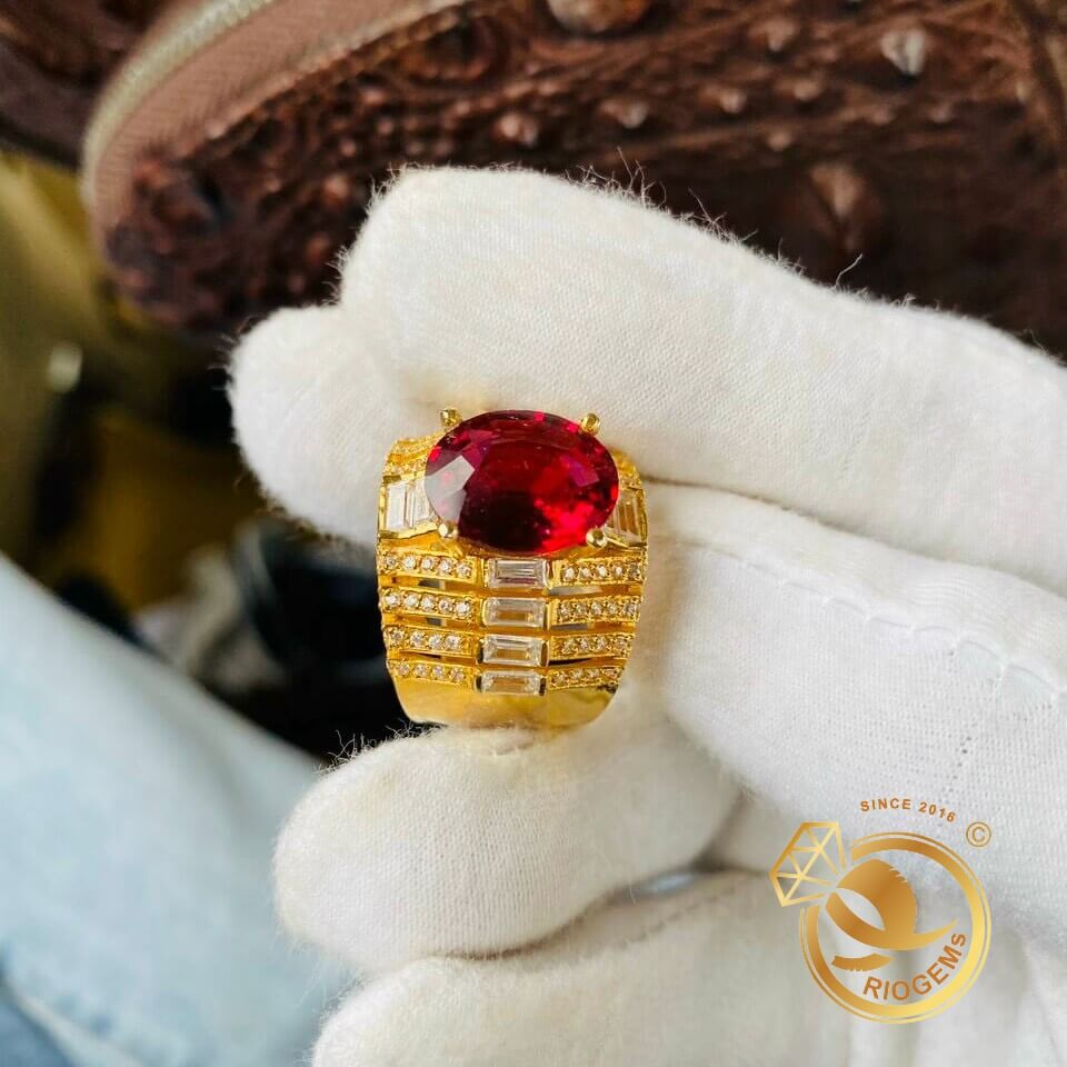 Nhẫn Rolex nam vàng đính Garnet cắt giác kim cương RIOGEMs sang trọng, thời thượng