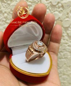 Nhẫn Rolex vàng Hồng được gia công tỉ mỉ