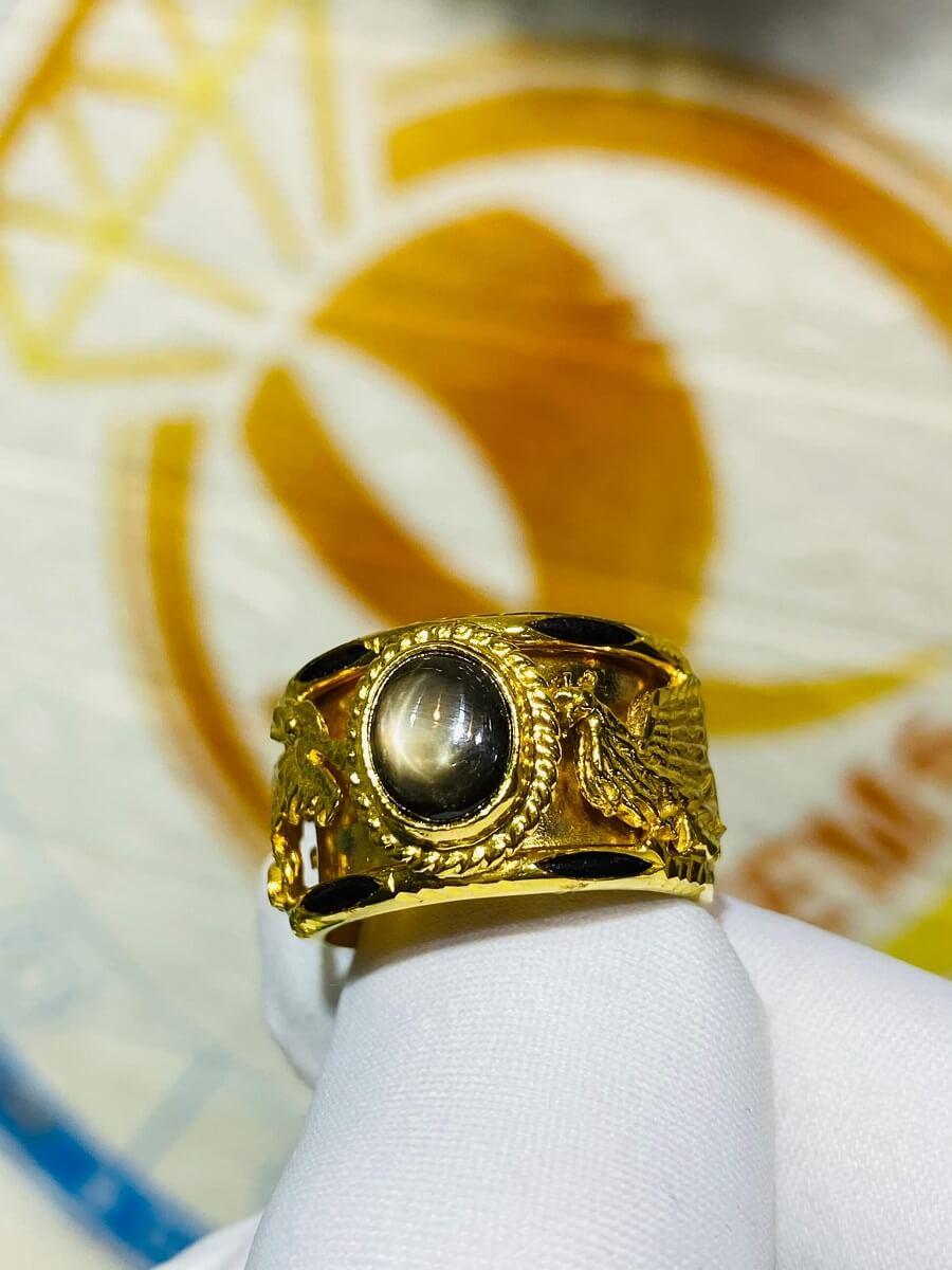 Nhẫn Rồng Phụng VÀNG 18K tranh ngọc Sapphire đen sao kép giá trị