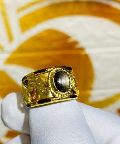 Nhẫn Rồng Phụng tranh ngọc Sapphire đen giá trị