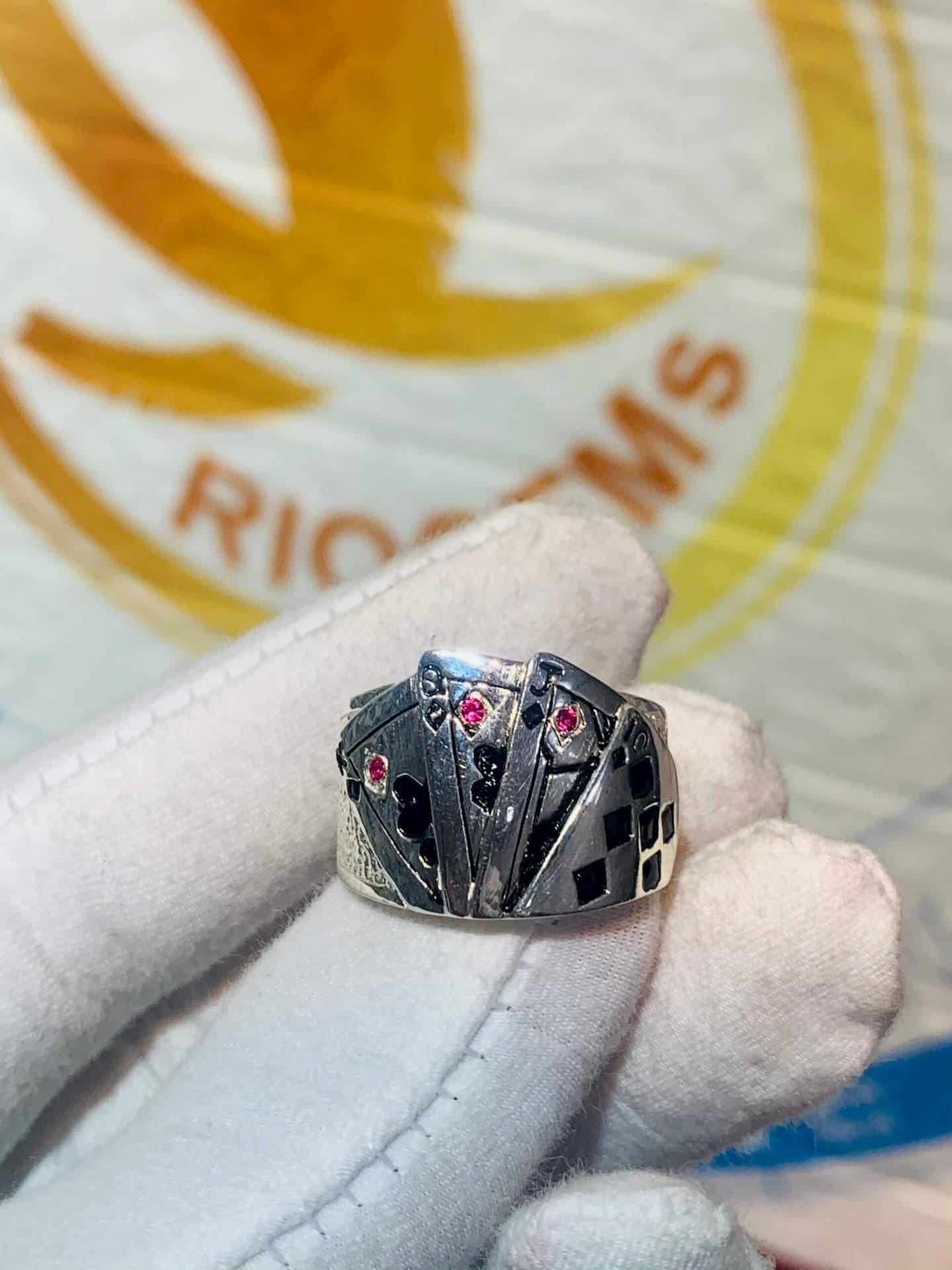 Nhẫn Thần bài phong thủy
