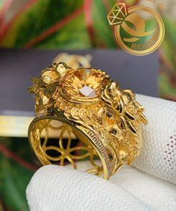 Nhẫn 2 Tỳ Hưu vàng 18k chầu Ngọc Cz vàng viền 2 hoa văn