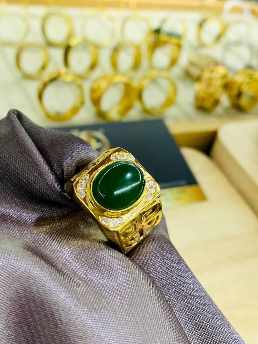 Nhẫn vàng 18K khắc chữ Lộc đính Ngọc Bích Canada cực chất