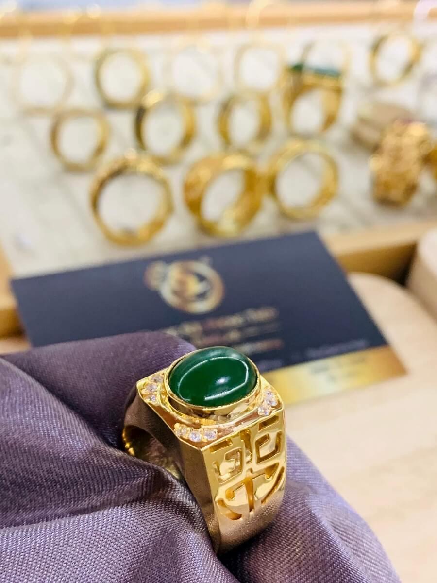 Nhẫn vàng 18K khắc chữ Lộc đính Ngọc Bích Canada chất
