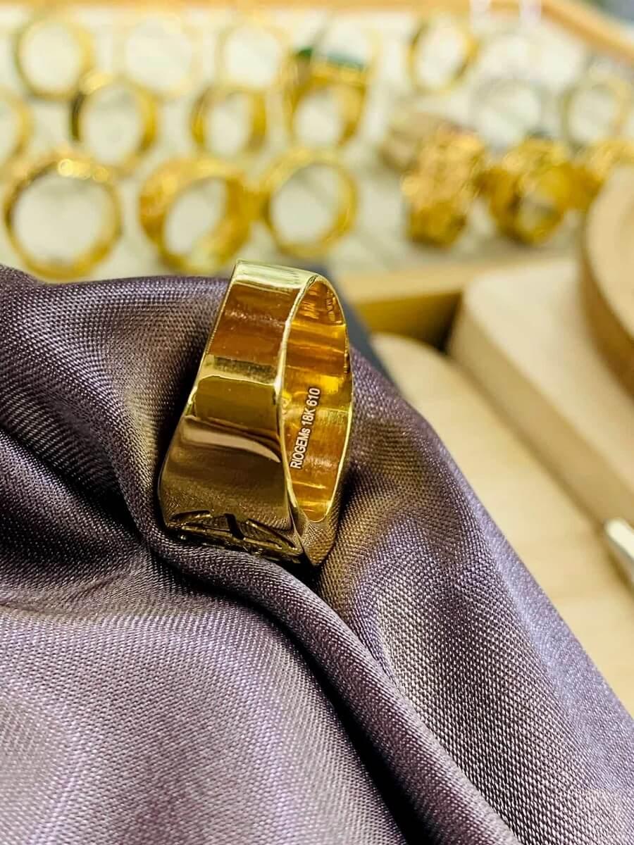 Nhẫn vàng 18K khắc chữ Lộc đính Ngọc Bích Canada độc đáo