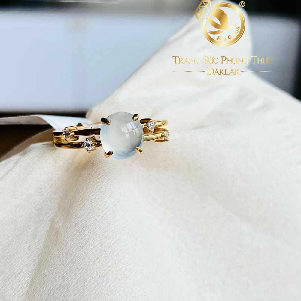 Nhẫn vàng đính hạt Bạch Ngọc Jadeite hạng A+ trang nhã