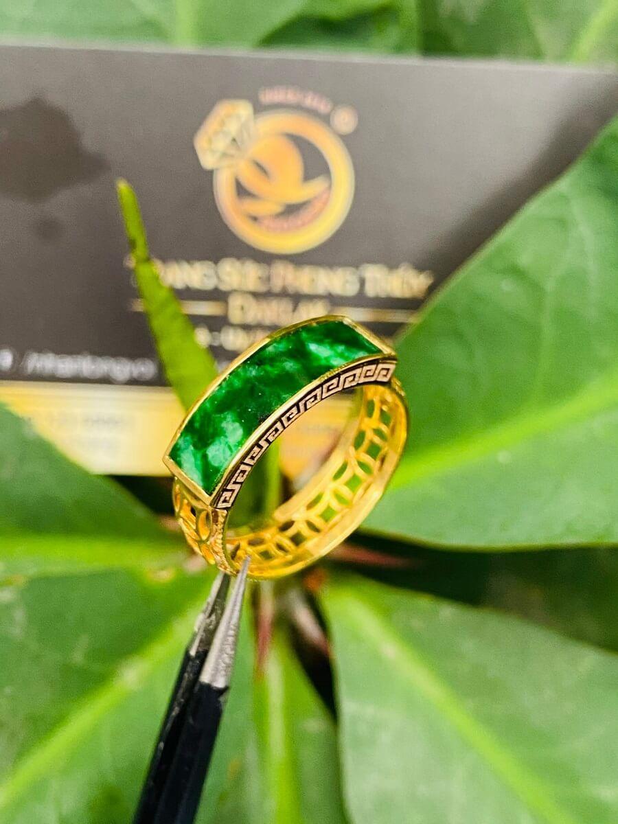Nhẫn yên ngựa NAM NỮ hoa văn VÀNG 18K Ngọc cẩm thạch Jadeite sang