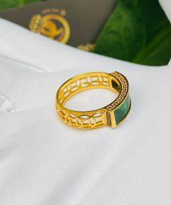 Nhẫn yên ngựa nam hoa văn vàng đính ngọc cẩm thạch