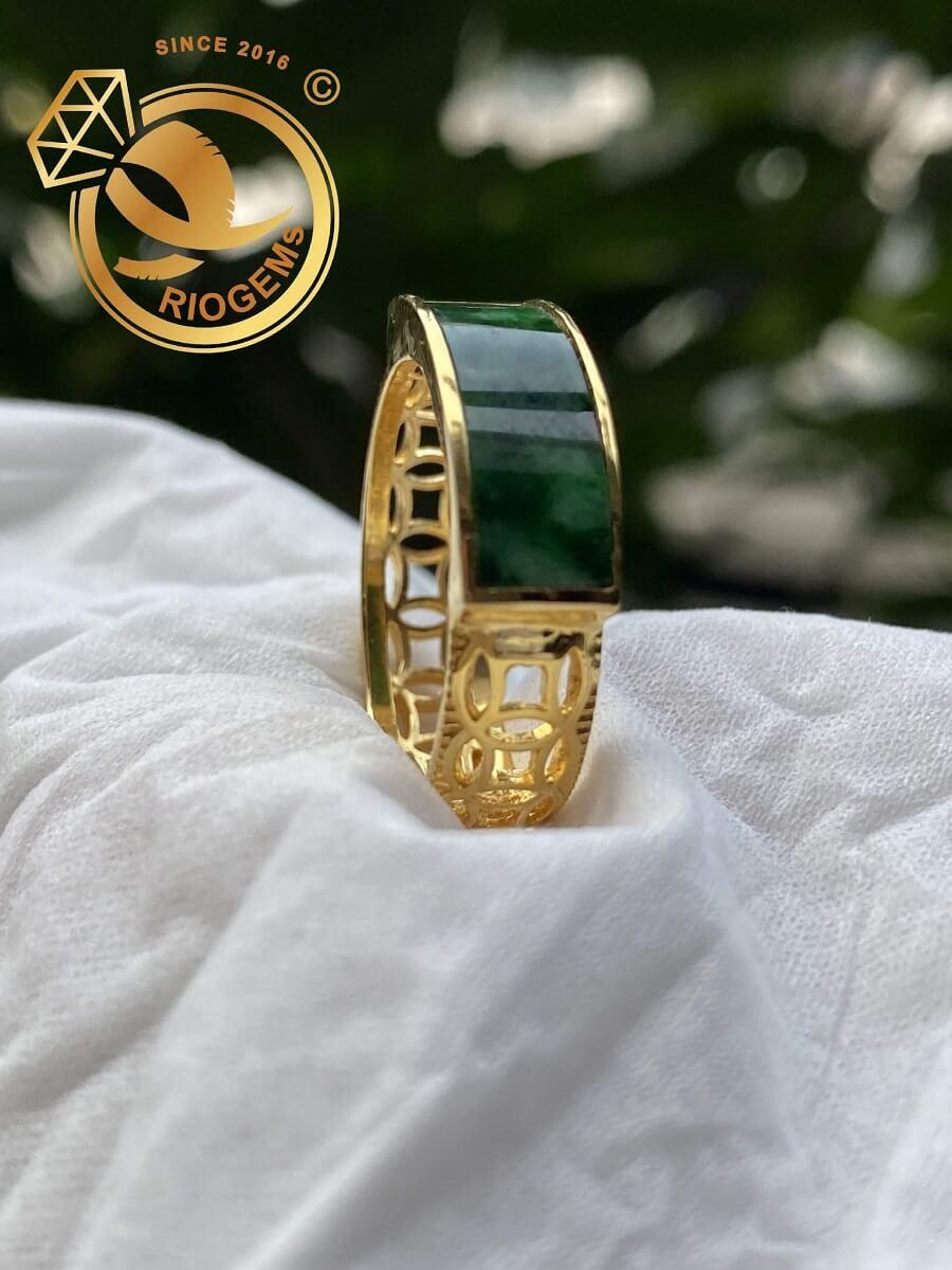 Nhẫn yên ngựa nam vàng 18K đính ngọc Cẩm Thạch Jadeite may mắn