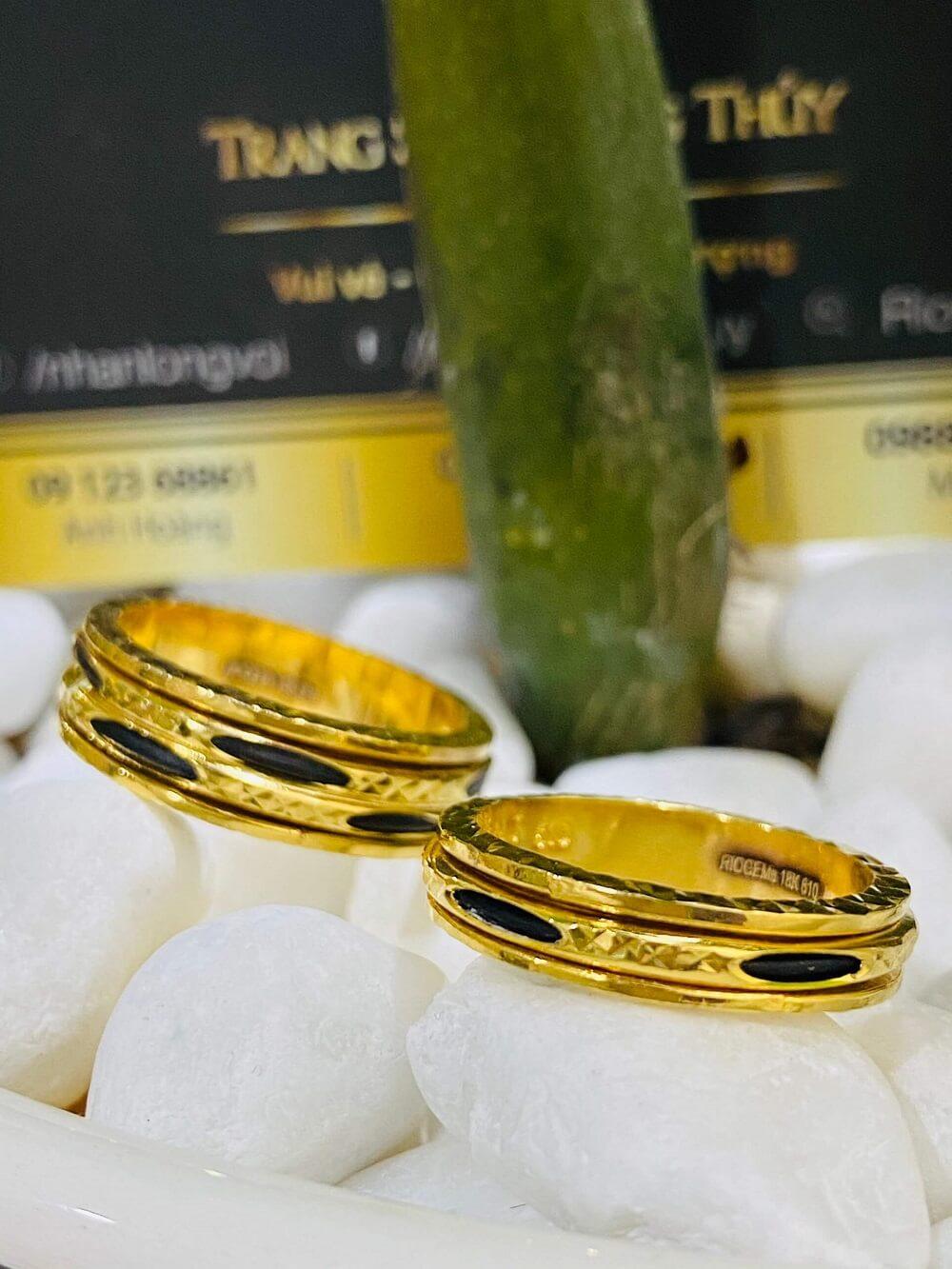 Cặp nhẫn Lông xoay luồng 1 – 2 sợi Lông FAKE chất