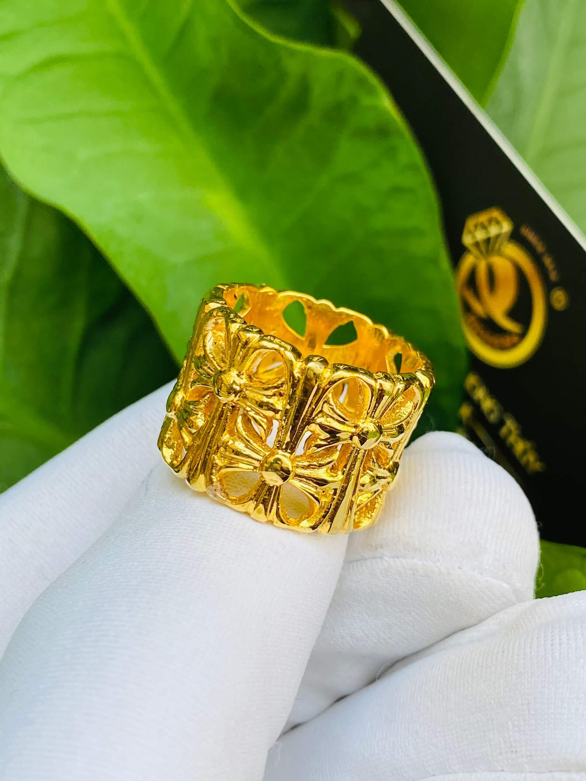 Nhẫn Chrome Heart vàng siêu chất