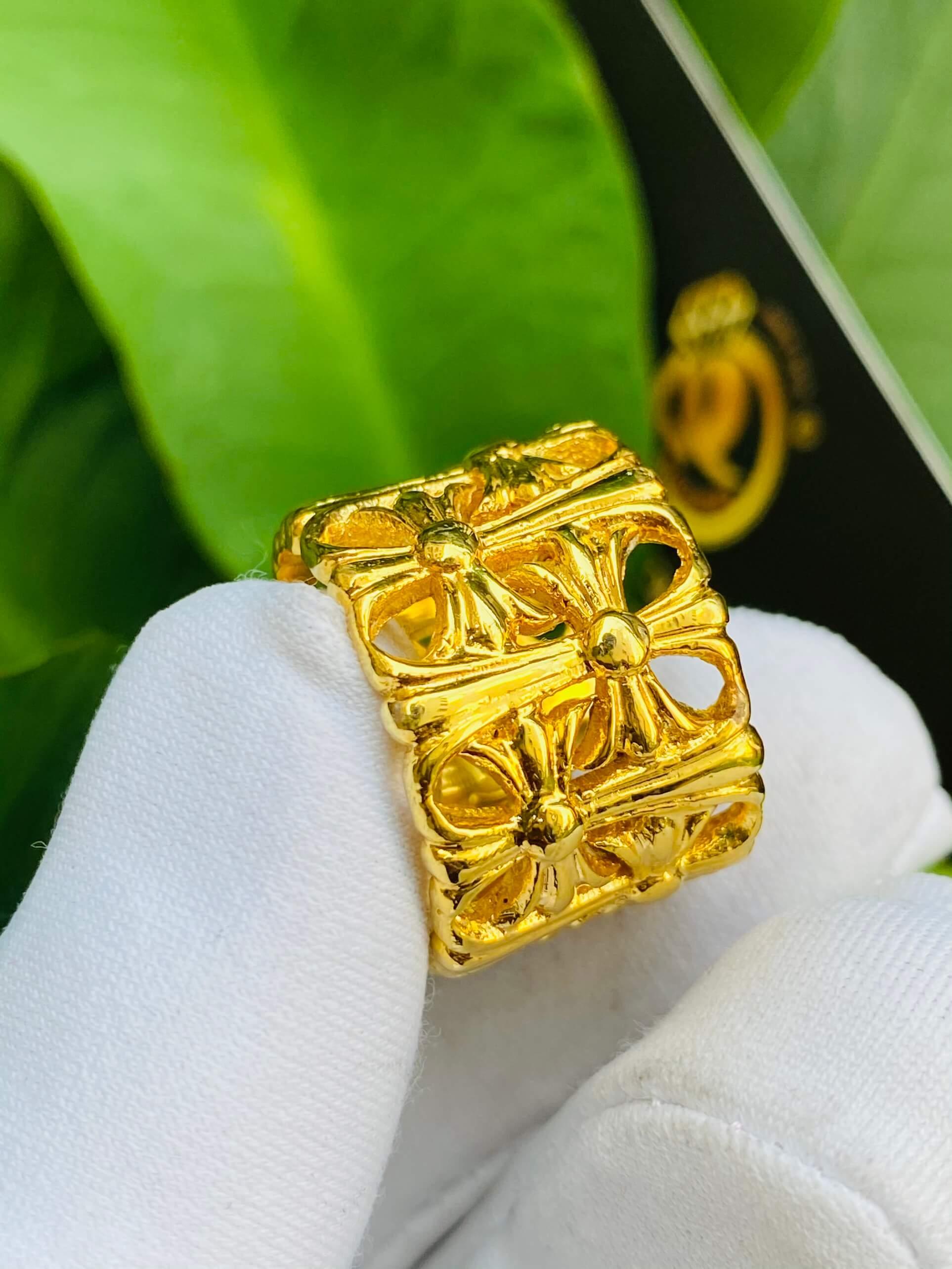 Nhẫn Chrome Heart vàng cho nữ