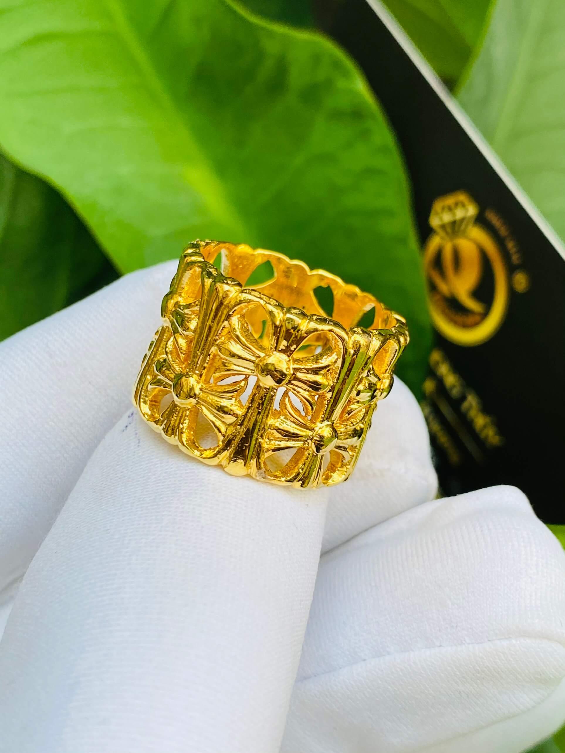 Nhẫn Chrome Heart vàng phong thủy đẹp và chất