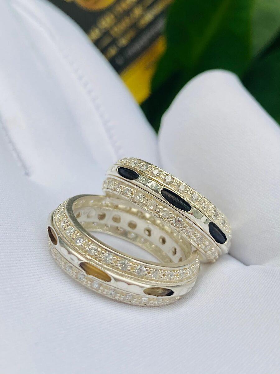 Cặp nhẫn bạc 2 hàng đá trắng luồng 1 sợi lông voi đen trắng – HÀNG FAKE độc đáo
