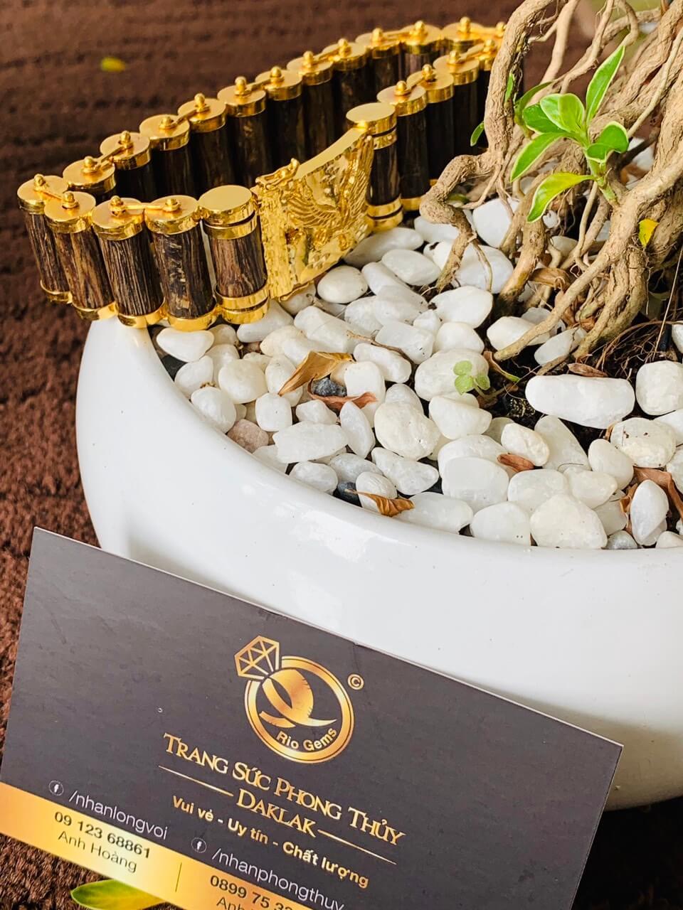 Lắc tay mắc xích trầm hương được thiết kế bởi RIOGEMs