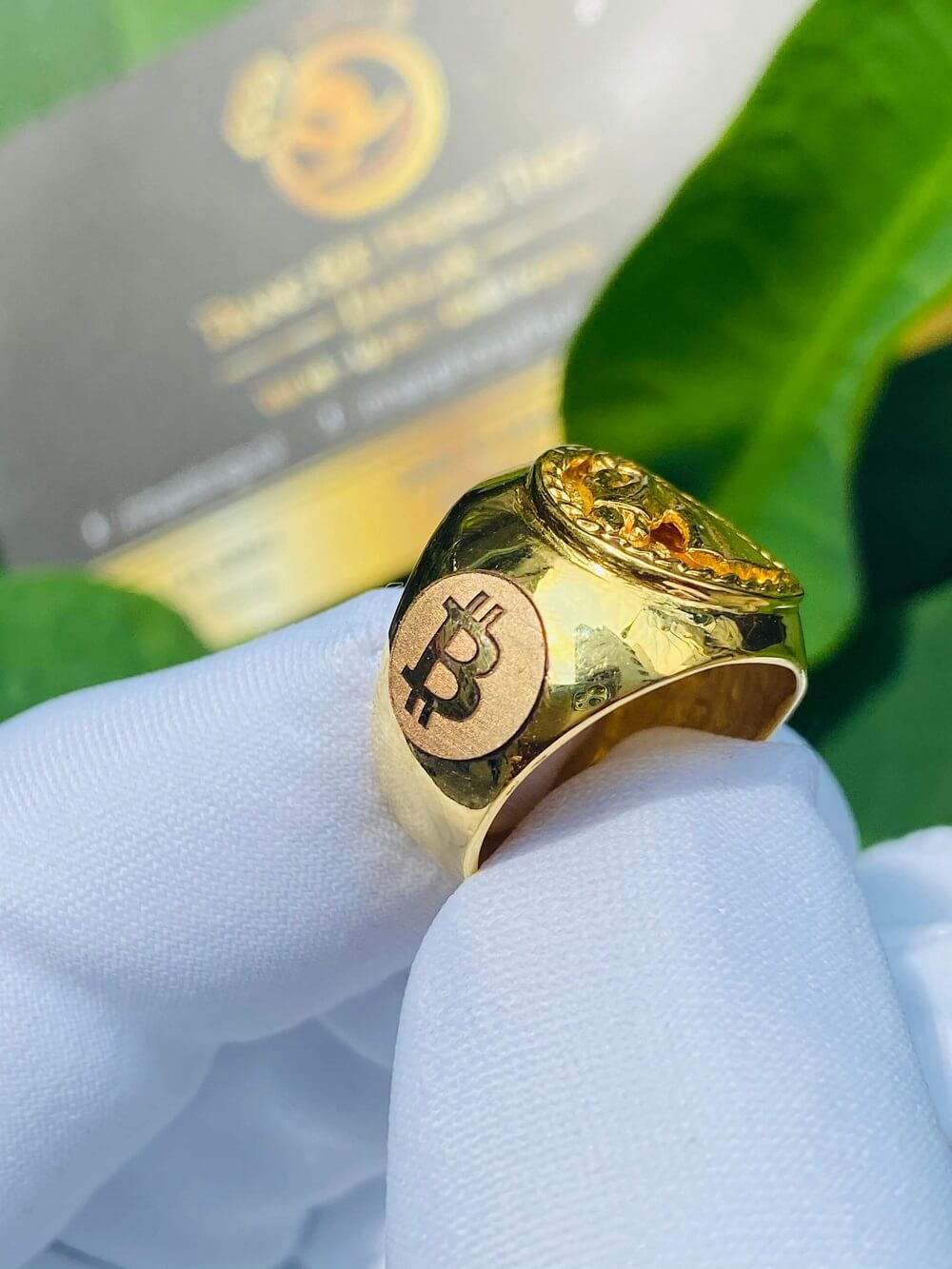 Nhẫn ngựa vàng 3D khắc 2 BITCOIN vàng 18K đeo ngón ÚT giá trị