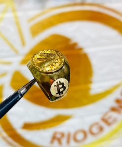 nhan-ngua-vang-3d-khac-2-bitcoin-vang-18k-deo-ngon-ut-riogems